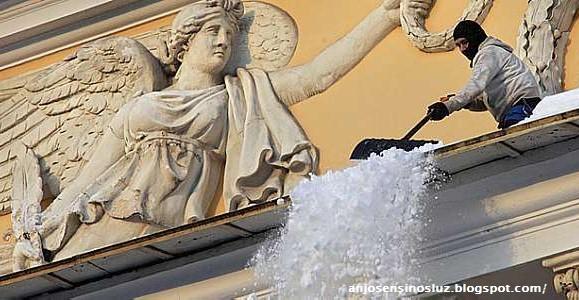 Resultado de imagem para Anjo e limpador de neve