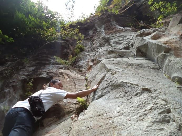 Panjat Tebing di Sikulikap