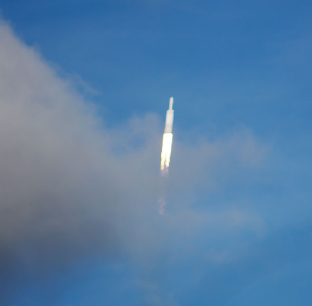 Falcon Heavy launch at KSC, 300mm, 1/2000 second (Source: Palmia Observatory)