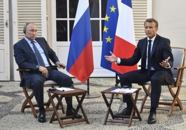 """Biélorussie : Vladimir Poutine qualifie l'ingérence d'Emmanuel Macron d'""""inacceptable"""""""