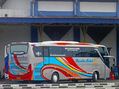 Foto Bus Rosalia Indah Samping