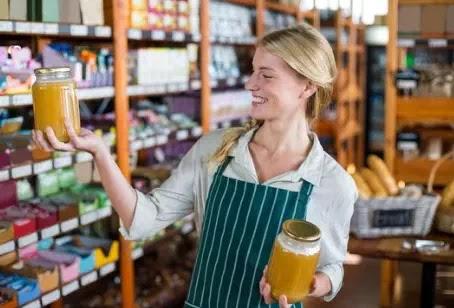معجزة السائل الذهبي: كيف يفيد العسل صحتنا