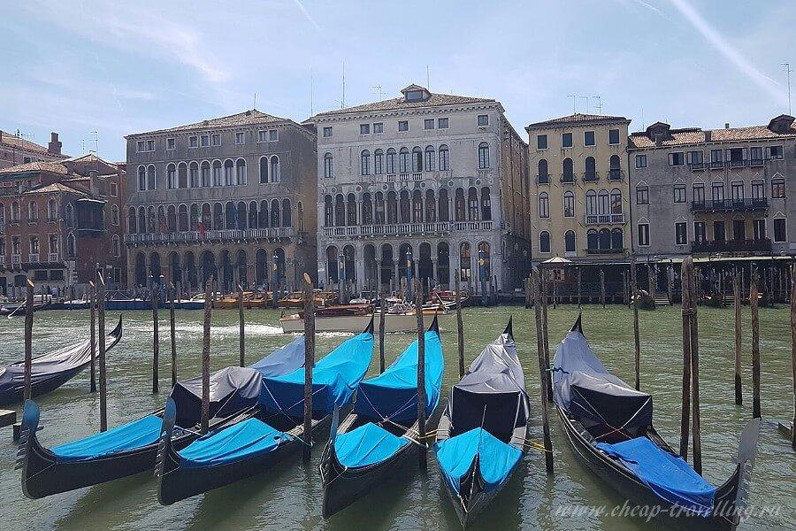 Лодки у моста