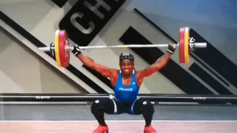 Σοκαριστικός τραυματισμός αθλήτριας της άρσης βαρών - Δείτε το βίντεο