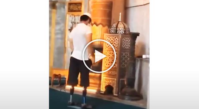 Tanpa Kaki, Pria Ini Rajin Shalat Berjamaah dan Tetap Berdiri, Lihat Videonya