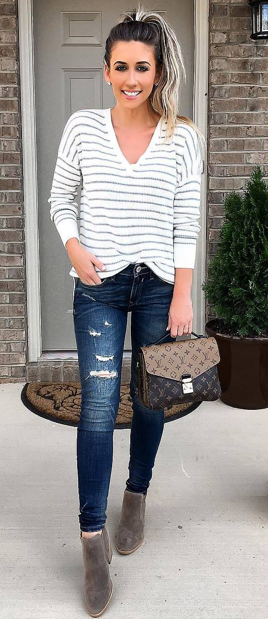 simple fall outfit : stripped top + rips + bag + boots