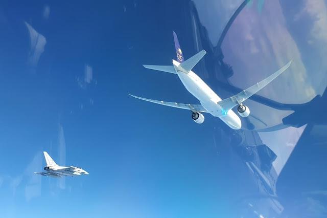 Scramble Eurofighter Aeronautica Boeing 777