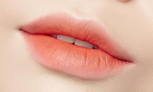 Maquillaje labio mordido