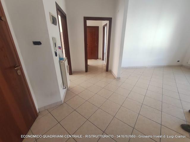 Ingresso soggiorno di economico appartamento vendita Grosseto Centro
