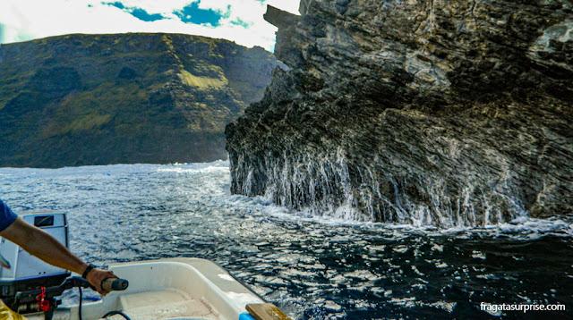 Passeio de barco às ilhas sagradas dos Rapa Nui, na Ilha de Páscoa