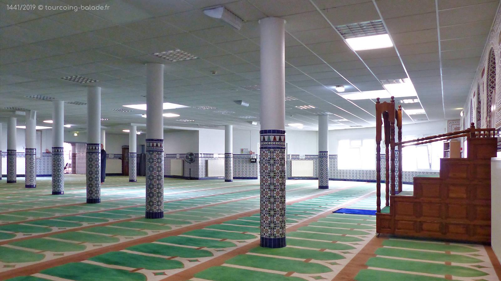 Mosquée Assalam Tourcoing France - Salle de prières et Minbar