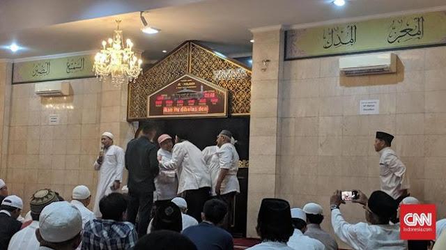 Pendukung Prabowo Gelar Subuh Putih di Sejumlah Masjid