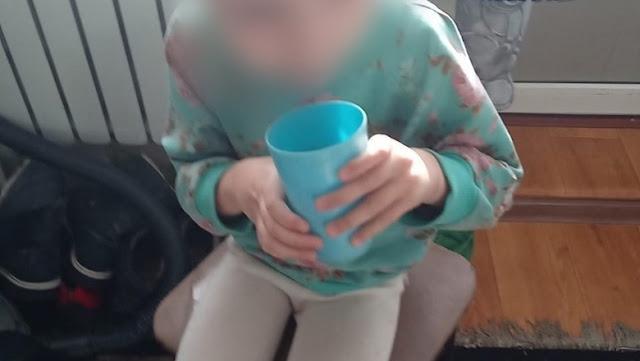 От голода жевала одеяло: в Ростовской области мать связывала девочку колготками и не давала еды