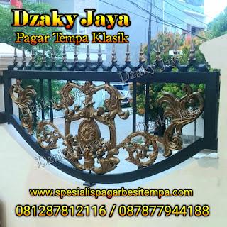 Contoh pagar tempa klasik cocok untuk pagar rumah mewah klasik.