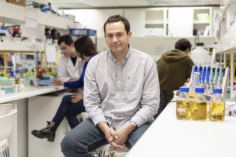 Microbiólogo explica por qué es una buena noticia que el virus no haya mutado