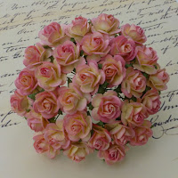 https://www.essy-floresy.pl/pl/p/Kwiatki-Open-Roses-dwutonowe-kremowo-rozowe-20-mm/963