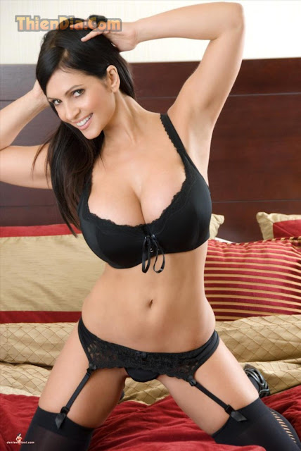 Hot girls Denise Milani sexy with super boobs 5