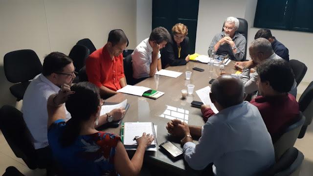Prefeito apresenta projetos para vereadores