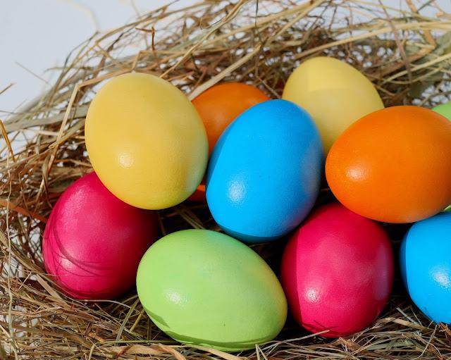 Cómo teñir huevos de colores