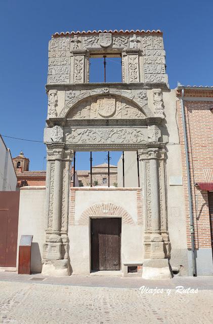 Arco de Piedra de Madrigal de las Altas Torres