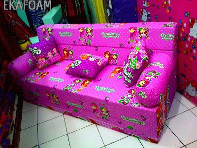 sofa bed inoac motif strawbery