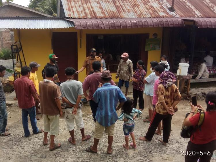 Bantu Petani Berantas Hama Tikus, Pangulu Marihat Raja Kembali Berikan Bantuan Umpan Racun Hama Tikus