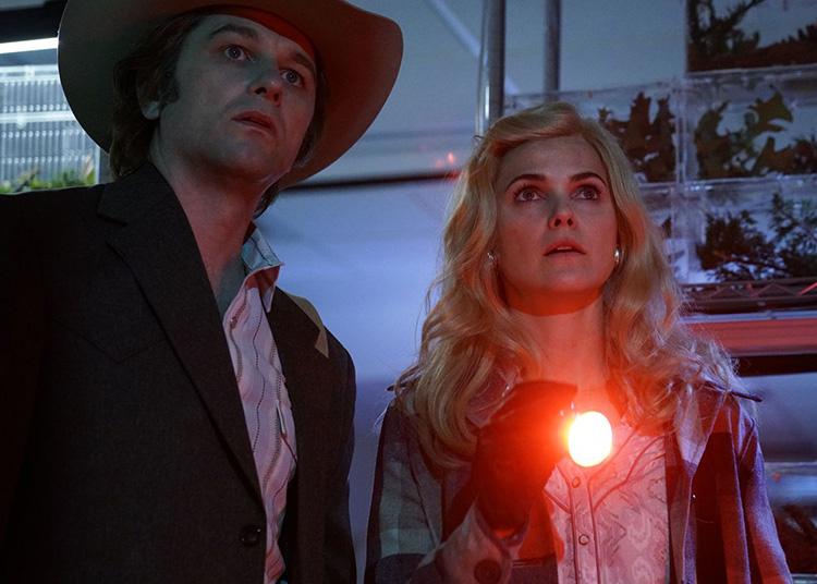 hilip (Matthew Rhys) y Elizabeth (Keri Russell) disfrazados en la quinta temporada de The Americans