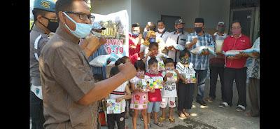 Polda NTB Salurkan Bansos Bagi Buruh dan Anak TKBM Pelabuhan Lembar