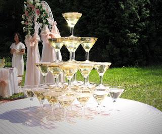 алкоголь, бармен, пирамида, праздники, свадьба, угощение, шампанское, шоу, юбилей, шоу барное, шампанское свадебное, пирамида из шампанского, пирамида на свадьбу, пирамида на юбилей, напитки алкогольные, развлечения свадебные, развлечения юбилейные, шоу для гостей, угощение для гостей, мероприятия праздничные,   http://prazdnichnymir.ru/, , Как сделать пирамиду из шампанского на свадьбу http://eda.parafraz.space/