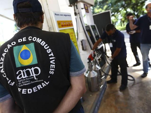 Postos são autuados em Santa Cruz por fornecerem menos combustível do que o registrado na bomba