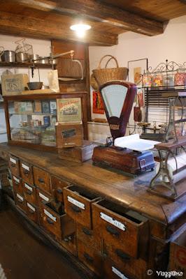 Gli interni del negozio all'Ecomuseo d'Alsazia