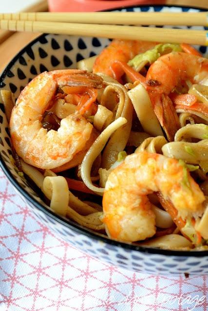 crevettes-nouilles-carotte-chou-sauce BBQ-cuisine asiatique