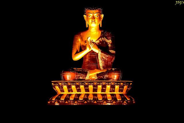 Buddha Park all lighted up: Photo by Jayashree Sengupta @DoiBedouin