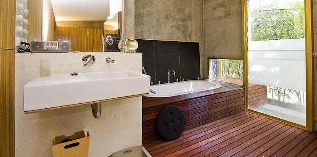 jenis lantai kayu terbaik untuk kamar mandi