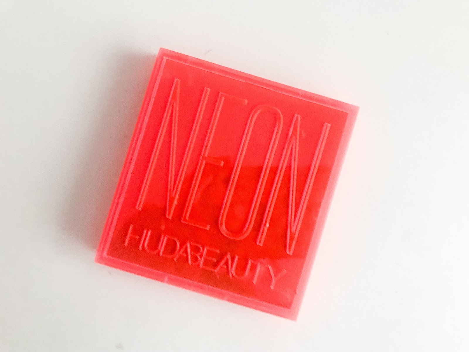 Huda Beauty Neon Orange Neon Obsessions Palette closed