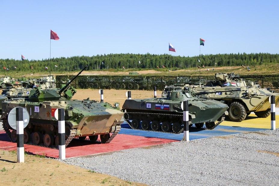 ZBD-03 помітно більша за БМД-2. Фото зі змагань Десантний взвод, серпень 2018 року
