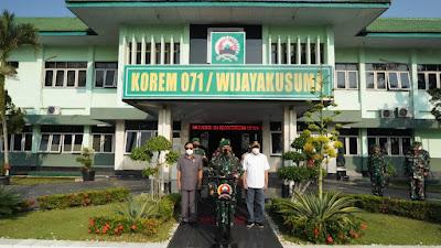Danrem 071/Wijayakusuma, Salurkan Bantuan Beras kepada Masyarakat Terdampak PPKM Darurat Di Wilayahnya
