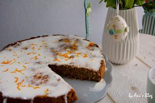 vegan | Möhrenkuchen schmeckt lecker und passt nicht nur zu Ostern. Dieses Rezept ist für einen veganen Karotten-Apfel-Kuchen mit einer Glasur aus Kokosmilch