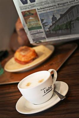 Bei einem guten Cappuccino die Nachrichten lesen - jetzt auch mit unserem Newsletter zuhause möglich!