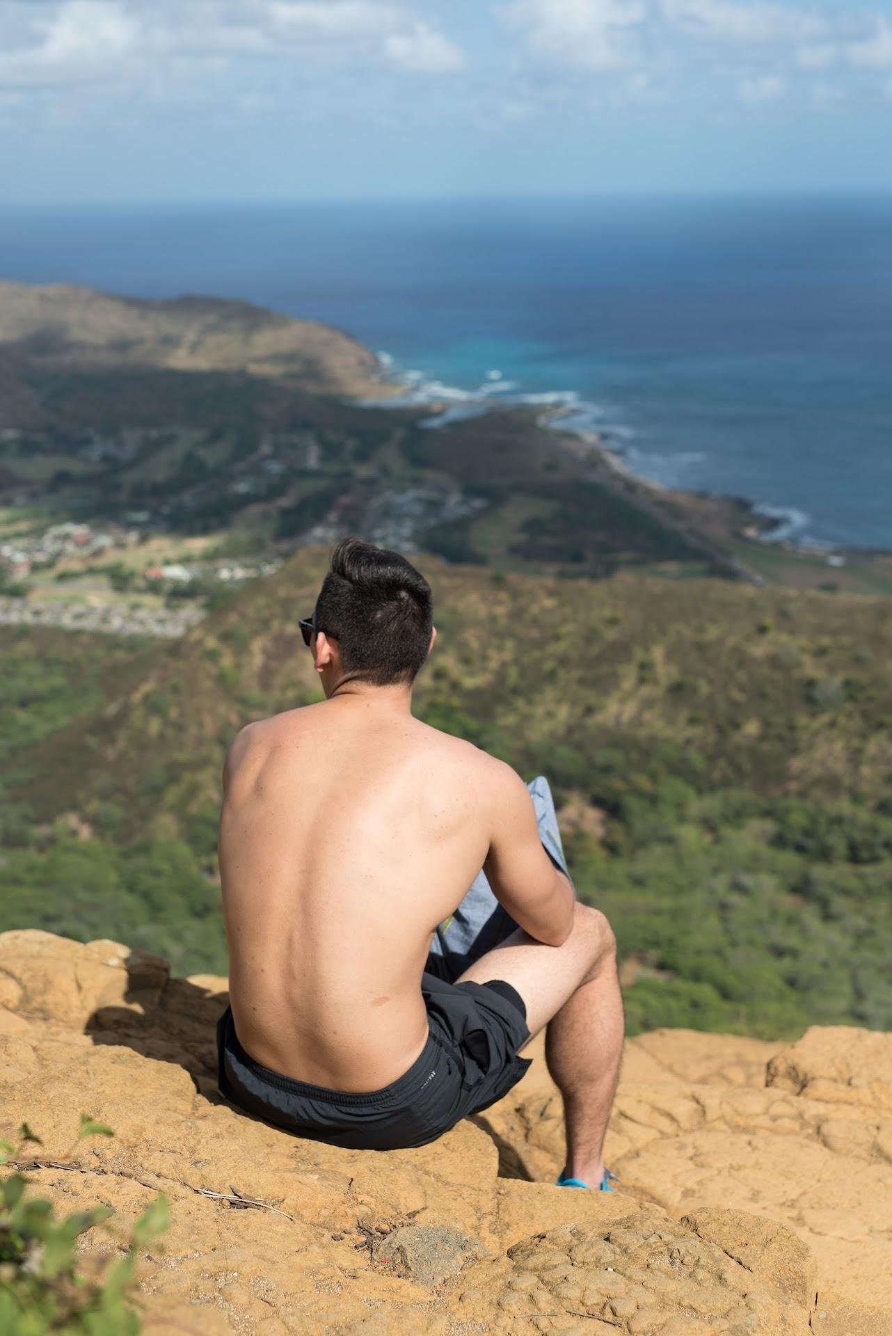 oahu, koko head trail, railway trail, oahu hiking, workout, island, travel blogger, hawaii travel tips, things to do, asian blogger, travel couple, fit couple