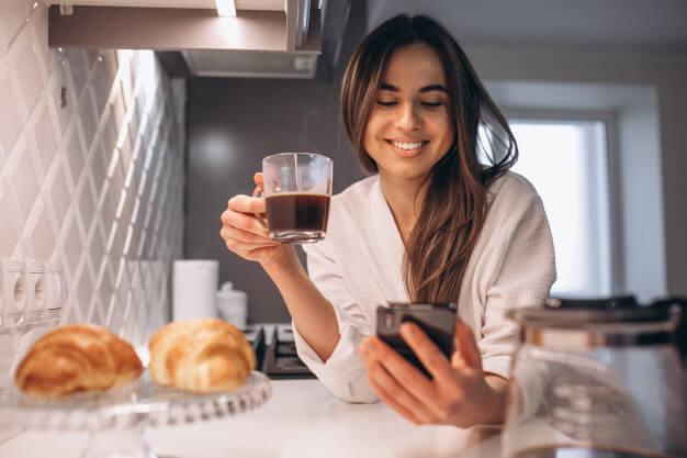 alasan-kenapa-perempuan-harus-minum-kopi