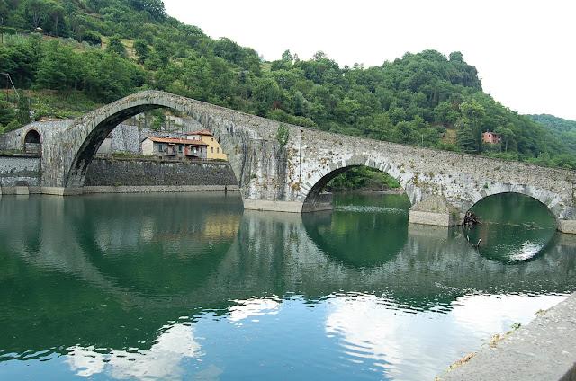 ponte del diavolo-ponte della Maddalena-ponte-Lucca-fiume Serchio