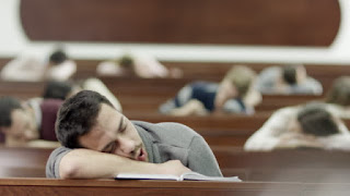 sebagian besar mahasiswa pada tidur saat jam kuiah