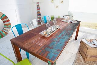 Jedálenský stôl z indonézskych lodí Reaction.