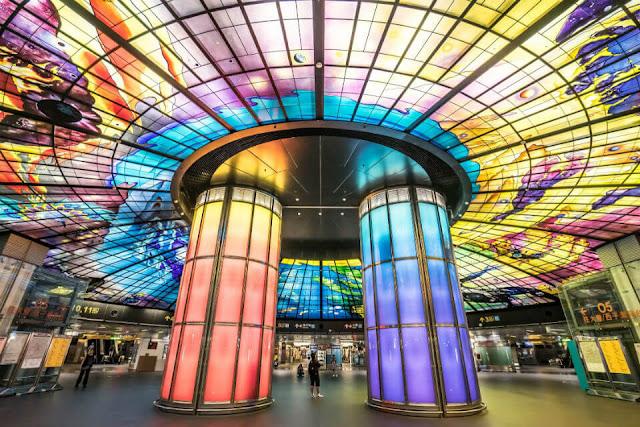 Được check in tại trạm tàu điện ngầm đẹp nhất thế giới