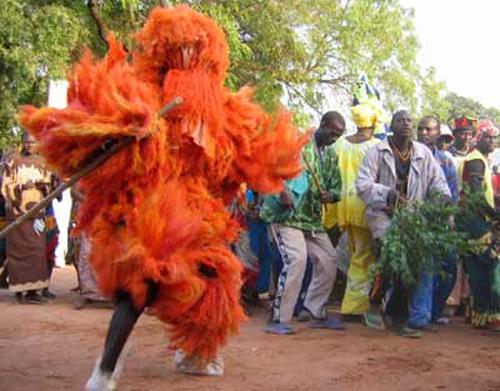 Culture, Kankourang, personnage, gardien, mythique, valeurs, temple, roi, Bois, sacré, rite, masque, fibres, rouges, chants, danses, mandingues, Casamance, Mbour, LEUKSENEGAL, Dakar, Sénégal, Afrique