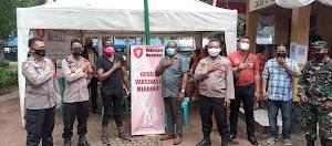 WNA Nigeria Lakukan Vaksinasi di RW 06 Cideng