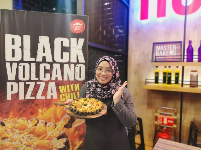 Nikmati Rasa Pedas Black Volcano Pizza With Chilli  Di Pizza Hut