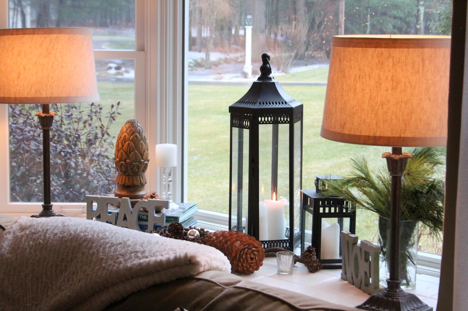 Shine your light styling bay window sills - Bay window decorating ideas ...