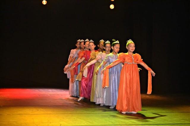 Escola representa Colombo em Festival de Dança e traz 3 troféus para cidade